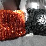 Coussins fabriqués à partir de tee-shirts.