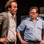 Pascal Ulli als Allianz-Schadenfallexperte & Beat Schlatter als Polizist Keller, Foto von René Tanner