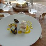 Castagnole, sauce au safran, courge gelée, moules, gelée de citron