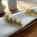 Tempura de salicorne, sauce soja et jus d'agrumes (kumquat, citron de menton, pamplemousse)