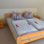 Beispielschlafzimmer mit Doppelbett