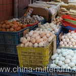 Wie viele verschiedene Sorten Eier kann man anbieten? Kennen Sie alle Eier-Sorten? Ein immer wieder faszinierendes Bild auf den Straßenmärkten in Xiamen.