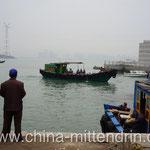 Fischerboote dienen auch als Taxis zur benachbarten Insel Gulangyu oder zum Nachbarort Zhangzhou, der quasi auch gegenüber liegt.
