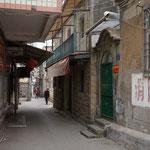 Wohlhabende und arme Leute wohnen in den Gassen Xiamens Haus an Haus.