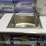 Ein Wasserfilter für die Installation zu Hause unter dem Waschbecken. 2700 RMB - zuzüglich Installationskosten. Was kann der? Wozu braucht man den? Niemand fragt das. Jeder, der es sich leisten kann, hat einen. Also muss er zu etwas nützlich sein.
