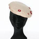 キッズFベレー7843 サイズ:3〜4歳 素材本体:ウール 装飾素材:革、ビーズ