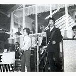 The Alsatians in de veehal te Etten-Leur tijdens de Beatparade '68, georganiseerd door jongerensoos de Tienerhoeve.