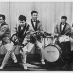 THE FLAMES (1964) VLNR: Ruud Wenzel (bas), Jack Smit (slag), Gerrit 'Nono' Gillet (solo), Henk Voorheijen (drums) en Eddie van de Liefvoort (slag/zang).