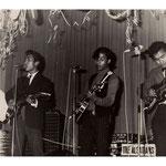 THE ALSATIANS  vlnr: Daan Takataringan, Chris Tuhepary (invaller voor Rob Gillet), Oetjoe Kotta en Nico Takaradingan (1969)
