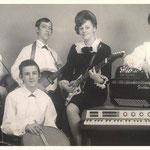 THE MOOKS met zangeres/gitariste Corry Konings 1966