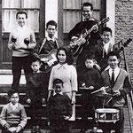De Cooke familie uit Breda (1962) met hun vrienden Max Baro (drums), Frans de Hoog (samba-ballen) en Jan Huizinga (gitaar)