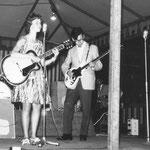 In de periode 1961-1963 hebben bassist Will(y) Hilberink en drummer Jan van Tilburg samen met zangeres Elly de Pijper het Tellstar-Trio gevormd. Dit trio was tijdens songfestivals en talentenjachten erg succesvol en heeft vele prijzen in de wacht gesleept