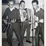 Johny and The Swing Specials. vlnr: Sjaak Speek, Piet van Merriënboer en Jan van Rijsbergen.