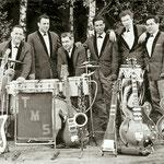 The Melody Stars uit Oosterhout/Dongen (1965). met hun nieuwe zanger Dolf Schipper (2e van rechts) ex- The Gamblers. Dolf Schipper bouwde later een solocarriere op als country zanger Ramblin' Steve Johnson.