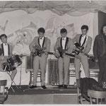 The Screamers ca. 1965 (optreden in Roosendaal) vlnr: Rob Albinus, Piet Danse, Kaz Lux, Ab Eerkens, Gerard Raams,  Victor Storm van 's Gravenzande.