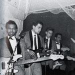 THE LOSERS - Pigalle Soos, Hotel Goderie, Roosendaal (voorjaar 1966) vlnr: Will Masius - Jack de Nijs - Albert Valentijn - Ruud Wenzel Let op de 2 bassisten (voorgrond en achteraan) voor de stuwende Indo-Rock beat!