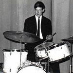 Niek Brokx met zijn nieuwe drumstel (feb. 1966)