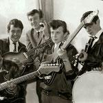 THE SAVAGES ca. 1962 vlnr:  Robbie Albinus, Victor Storm van 's Gravenzande), Piet Danse, Appie Eerkens, Gerard Raams en Kaz Lux.