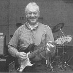 Jac Geers als gitarist van The Funny's (2001) (foto: Cor Viveen)