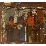 THE ALSATIANS - reünie 1973 met zanger McAnthony vlnr: Davidt Takarindingan - Joop Abels - McAnthony (Toon van Dodewaard) - Rob Gillet