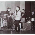 The Kontiki's (zaal De Roskam, Putte) - vlnr: René Adriaansen, Johnny Hendrickx, Gilbert Verelst, Adri van Dijk en Wilfried Sluijts.