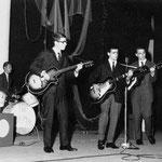 The Sweepers - songfestival te Zevenbergen 1962 vlnr: Peter Heeren - René Stam - Frans Konings - Peter Posthumus ( Toine Kools ontbrak wegens ziekte)