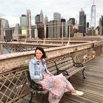 Kurz nach Sonnenaufgang auf der Brooklyn Bridge.