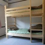 寄宿生部屋のベッド