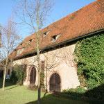 Blick aus dem Innenhof auf die Schlossscheune