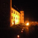 Das Schloss mit beleuchteter Westfassade