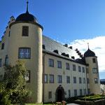 Westfassade vom Kirchberg aus gesehen