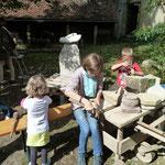 """Auch die Kinder übten sich als """"fleißige Handwerker"""""""
