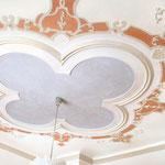 im Schloss sind Stuckdecken aus den verschiedensten kunsthistorischen Stilrichtungen zu bewundern