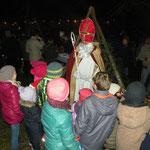 Der Nikolaus beschenkte die Kinder