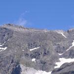 id.A droite du pic, le célèbre Pas du Chat 3095 m, qu'il faut franchir, ensuite l'arête pour parvenir au pic.