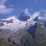 Le glacier des Glaciers sous l'Aiguille des Glaciers.