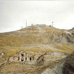 Bâtiments en ruine au col de Sencours 2378 mètres.