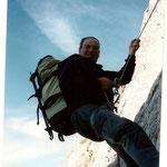 Photo d'archives.  Georges au retour du pic de la Muñia, passage en dessous du col du même nom.