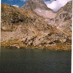 Lac du pourtet 2420 m au pied du soum de Bassia 2758 m