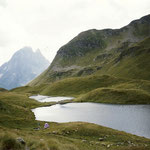 Le lac d'Aule 2042 m sous le Soum d'Aas et le turon Garié