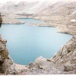 Lac de Tuqurouye 2592 m vu du plus ancien refuge 2666 m posé sur la brèche