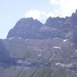 Vu sur le cirque. A gauche, le col de Pinéta, accés sur l'Aragon.