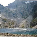 Le lac supérieur de Batcrabère 2180 à l'arrière le col Noir, passage pour le Balaïtous