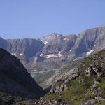 Du lac, vue générale sur le cirque.A l'arrière plan, le Mont Perdu 3355 m.