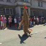 7. Juli 2013 - Der Strohmann hat eine sehr lange Tradition in der Crawinkler Kirmes