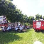 7. Juli 2013 - Warten auf den Start im Schatten bei Erbsensuppe und Bockwurst