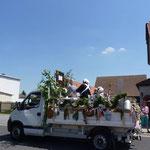 7. Juli 2013 - ein rollender Markt mit Marktfrauen und Fettbrot für unterwegs