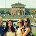 im Hintergrund die Rocky Steps und das Philadelphia Museum of Art