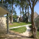 in-folio / PLOEREN centre culturel /  accès depuis la rue des Eglantiers, les petites maisons