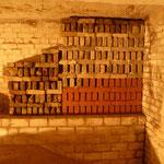 Gemauertes Fledermausversteck an der Wand